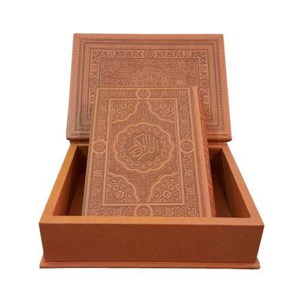 قرآن کریم گلاسه معطر چرم جعبه ای (سایز پالتویی)
