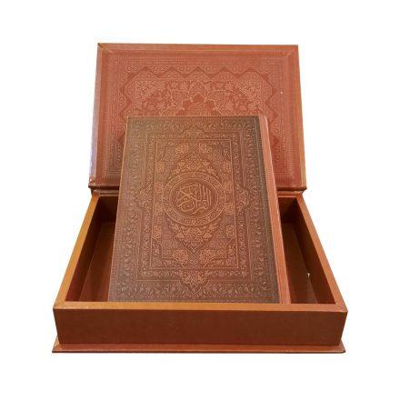 قرآن کریم گلاسه معطر چرم جعبه دار (سایز وزیری)