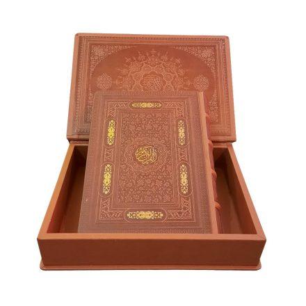 قرآن کریم بدون ترجمه گلاسه معطر چرم جعبه دار (سایز وزیری)